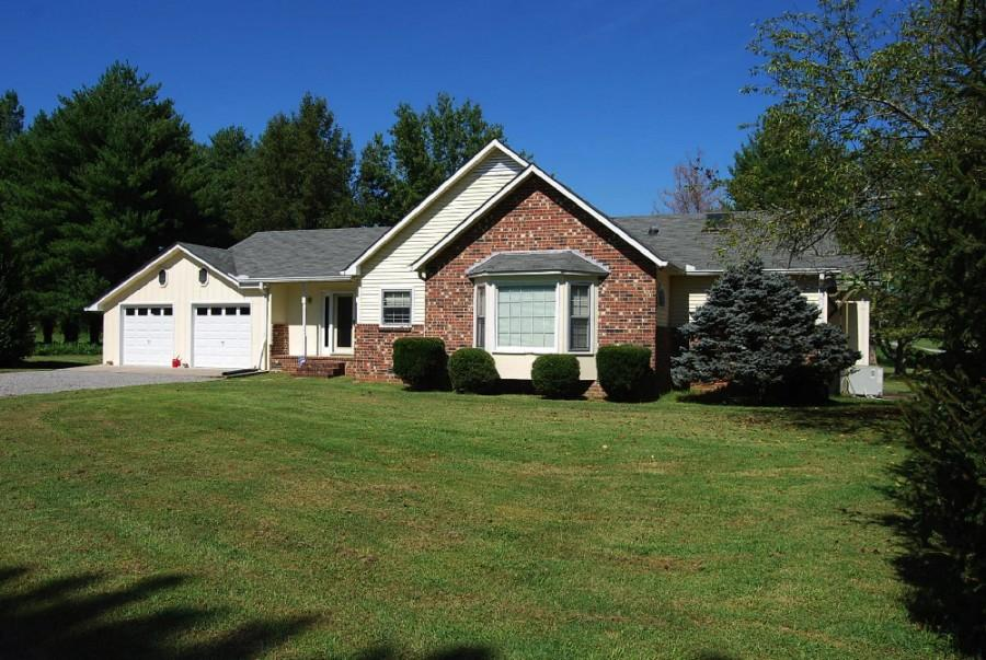 ABSOLUTE ONLINE AUCTION <BR/>3444 +/- SF Home on 1.8+/- AC in Stewart Creek Area of Murfreesboro, TN